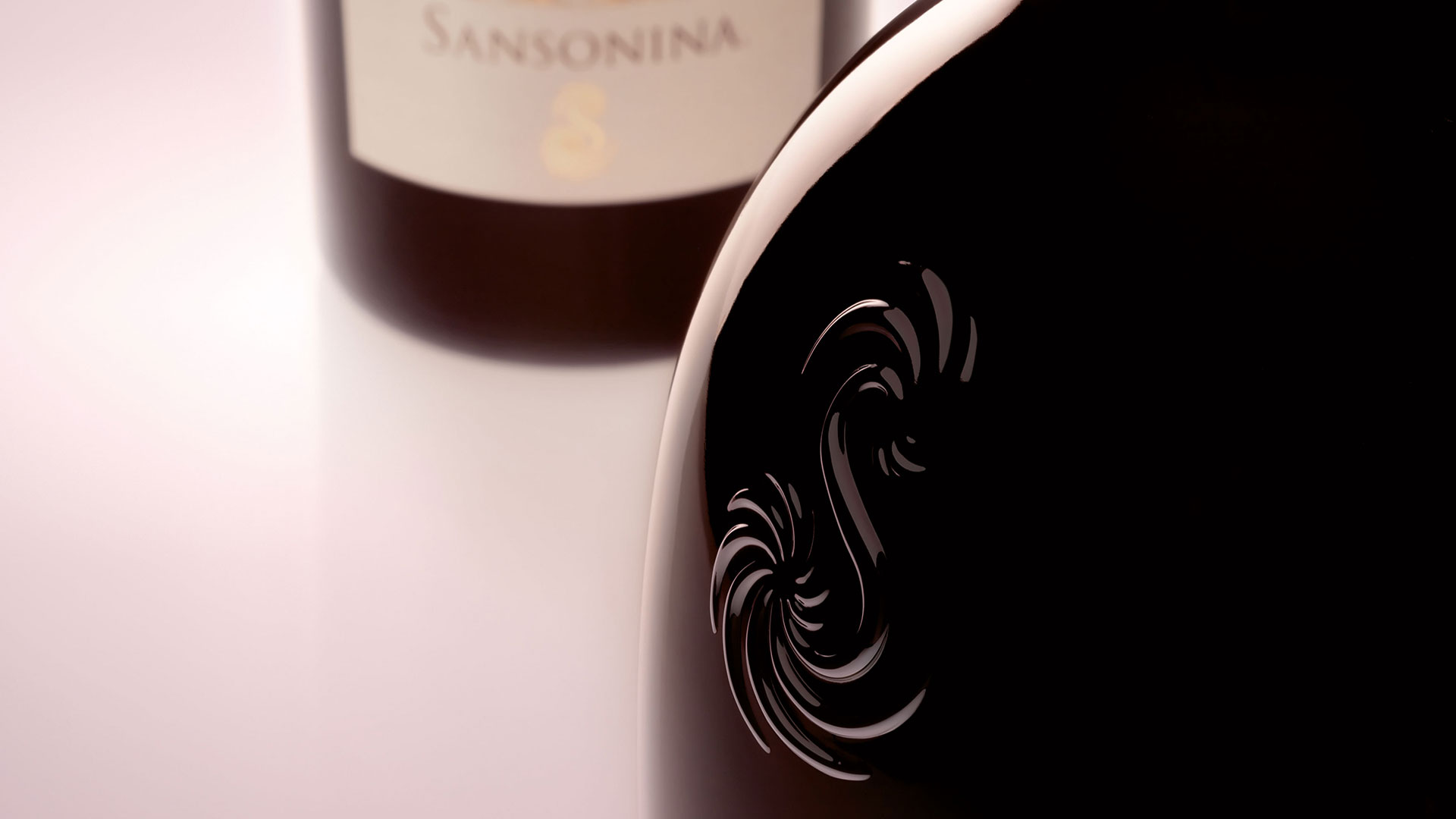 Sansonina closeup bottle design